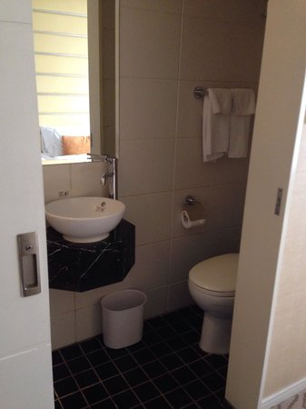Cosmo Hotel Hong Kong: Very small toilet with almost no space for toiletries