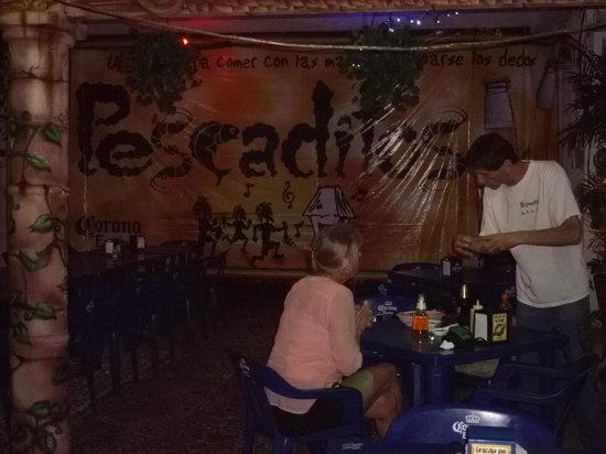 Pescaditos Cancun: Fun atmosphere