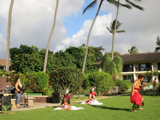 Napili Surf Beach Resort : Hawaiian show monthly & Mai Tai Party
