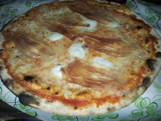 Zia Berta: PIZZA BUFALA CON CRUDO