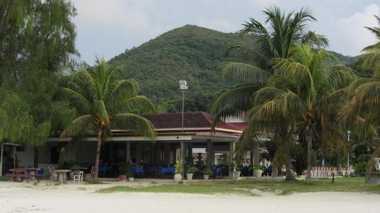 Berjaya Praslin Resort - Seychelles: Pizzeria vue depuis la plage