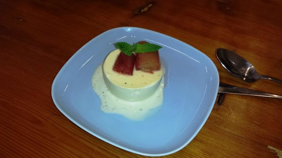 Howth Castle Cookery School: Vanilla Panna Cotta with rhurbarb