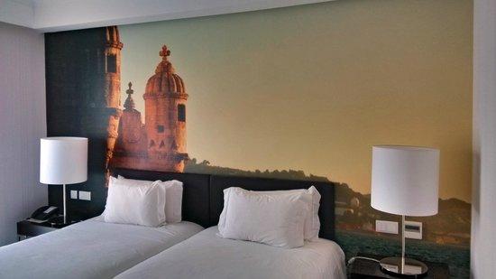 Olissippo Saldanha: bedroom with panoramic wall photo