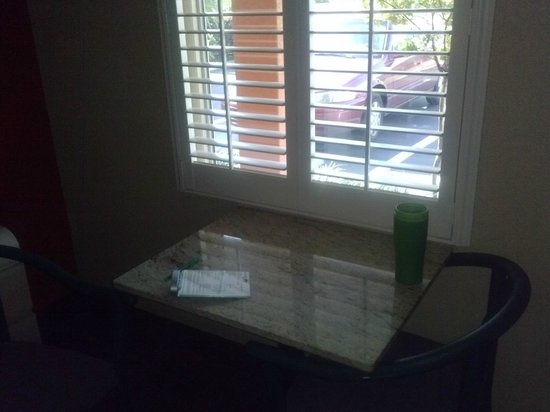 Budget Inn of St. Cloud: table looking outside