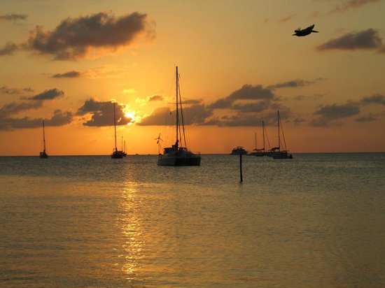 Iguana Reef Inn: Sunset from the pier