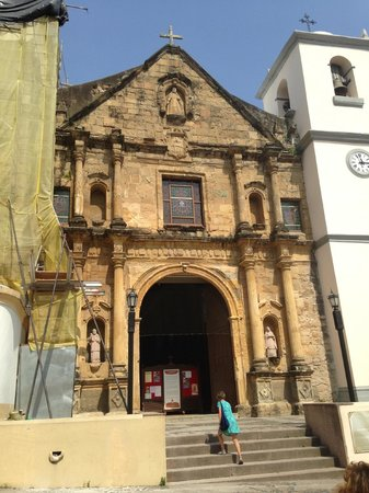 Patty's Casitas: Church next door - easy for taxi drivers to find!
