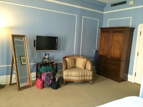 The Oxford Hotel : High ceilings, wardrobe instead of a closet