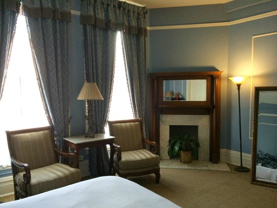The Oxford Hotel : large, spacious room