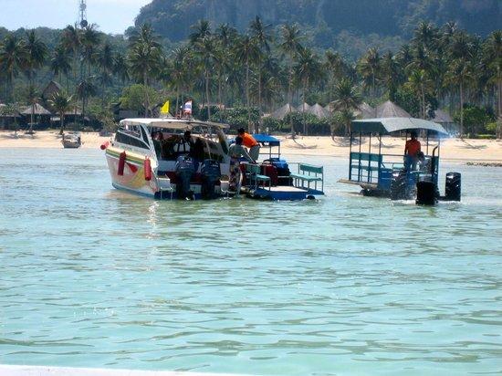 Phi Phi Island Village Beach Resort : Ankunft am Strand