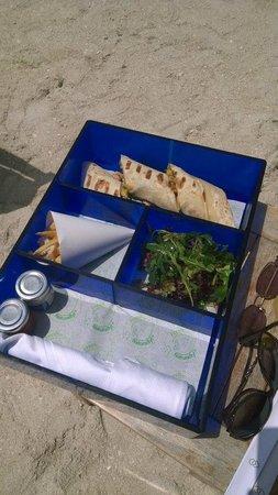 Sofitel Dubai The Palm Resort & Spa: Lunch on the beach