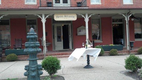 Drummer's Cafe at The Atlantic Hotel: Atlantic Hotel Front Enterance