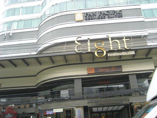 Pan Pacific Serviced Suites Bangkok : タクシーにはエイトトンローと説明