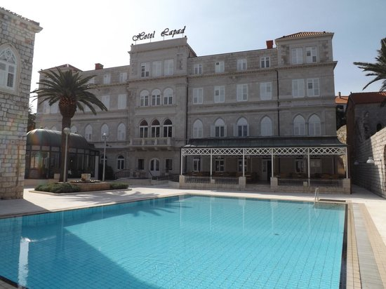 Hotel Lapad : Front of hotel