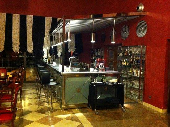 Salles Hotel La Caminera Golf & Spa Resort: Zona de bar en recepcion