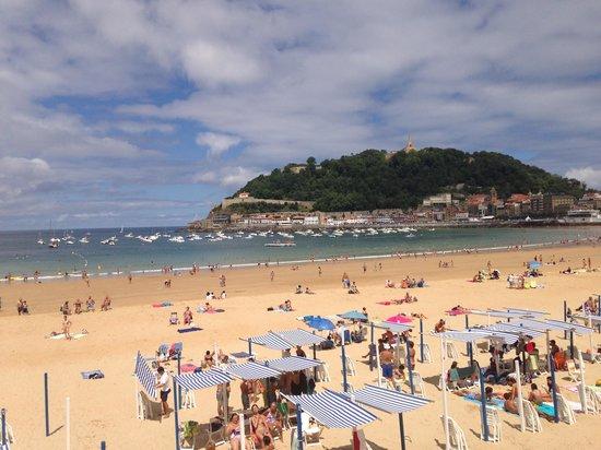 Playa de Ondarreta: summer crowds during grande semana
