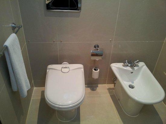Movenpick Hotel West Bay Doha : 08-08-2013 bathroom