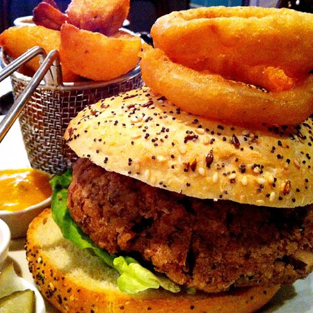 Town Hall Tavern : veggie burger