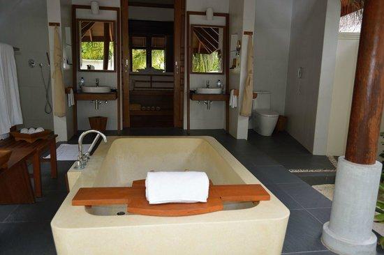 Anantara Dhigu MaldivesResort: вот такая большая ванная