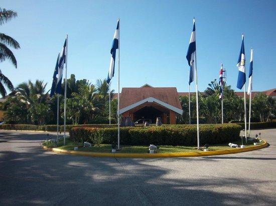 Palma Real Beach Resort & Villas: Entrance circle
