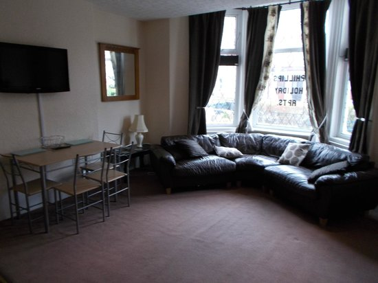 Phillips Apartments: The stylish and spacious living room (taken at the end of the holiday)