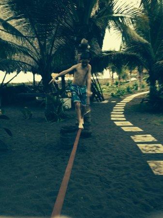 Paredon Surf House: Balancing
