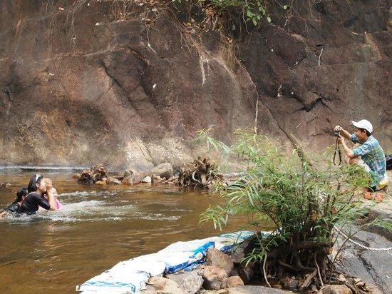 Klong Plu Waterfall: under waterfall
