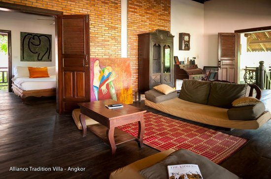Alliance Tradition Villa - Charming Small Hotel : balcony lounge and twin bedroom