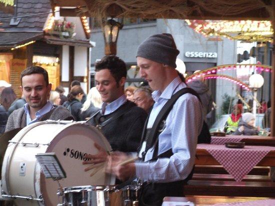 Potsdamer Platz : Барабан - инструмент серьезный.