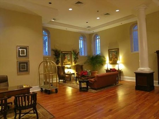 Embassy Suites by Hilton Charleston - Historic Charleston : Nice inviting parlor areas at the Embassy