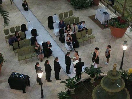 Embassy Suites by Hilton Charleston - Historic Charleston : Big enough for a wedding