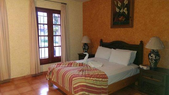 Hacienda San Miguel Hotel & Suites: Queen room