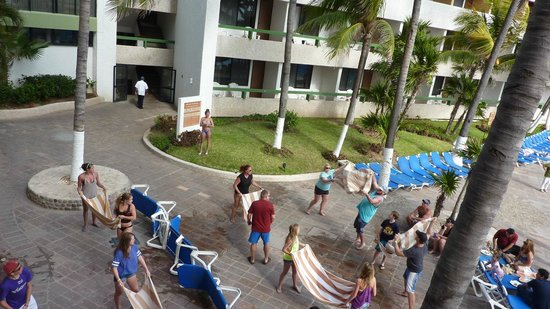 El Cid El Moro Beach Hotel: Fun by the pool