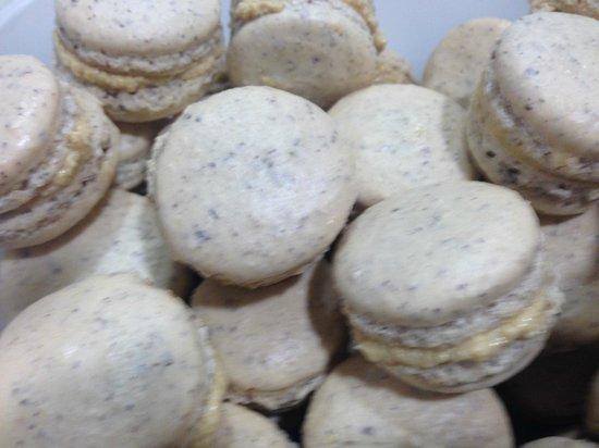 La Marmite : macarons noisetes  fruits de la passion foie gras