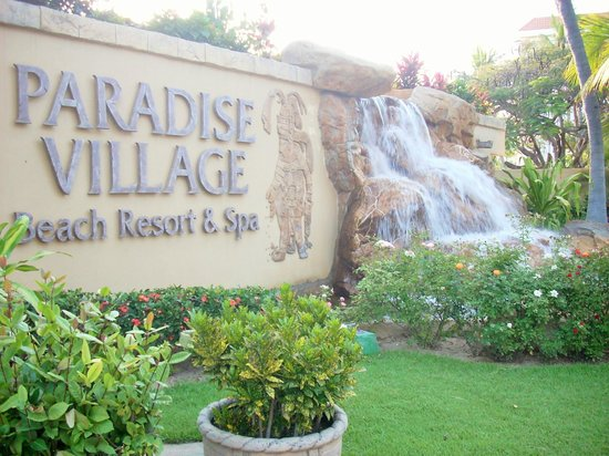 Paradise Village Beach Resort & Spa: Welcome sign lush grounds