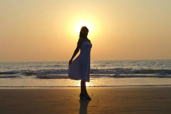 Ramada Caravela Beach Resort: закат на пляже