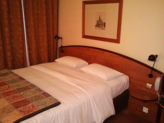 Royal Hotel Caen Centre: Chambre