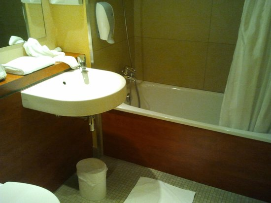 Royal Hotel Caen Centre : sdb