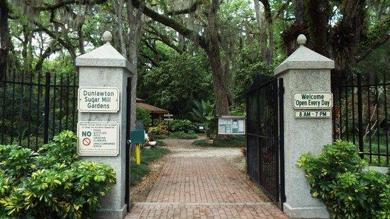Dunlawton Sugar Mill Gardens : Entrance to Sugar Mills Botanical Gardens