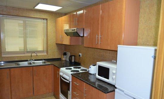 Al Barsha Hotel Apartments by Mondo : кухня