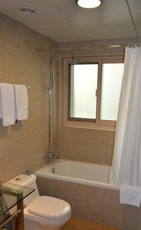 Al Barsha Hotel Apartments by Mondo : туалет-ванная