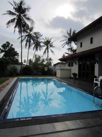 Airport Villa: nice pool