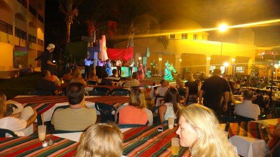 El Cozumeleño Beach Resort: evening entertainment