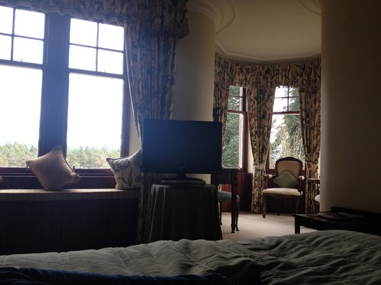 Tigh na Sgiath Country House Hotel : View from the bed. Notice the great seating area off to the right.