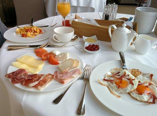 Alpina Dolomites: Breakfast