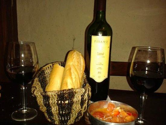 La Otra: pão e vinho
