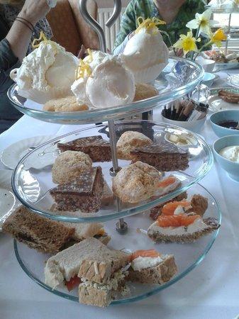 Warwick Hall: afternoon tea