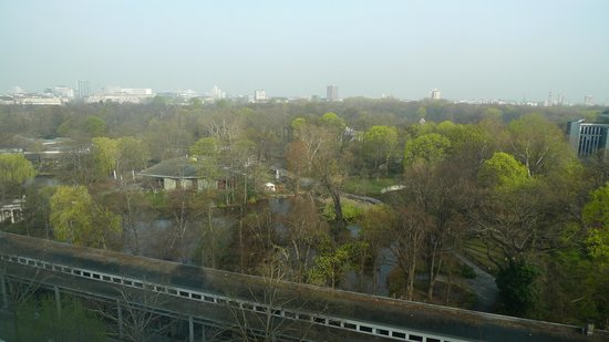 Pullman Berlin Schweizerhof: View to the zoo from our room