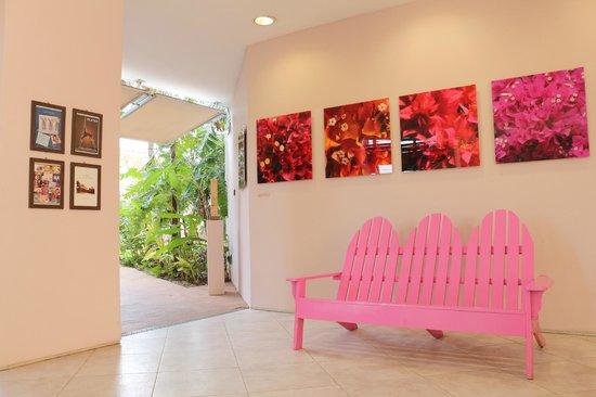 Avila Beach Hotel: Área do hotel - em direção ao Café Barista