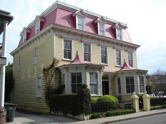 Barksdale House Inn: exterior