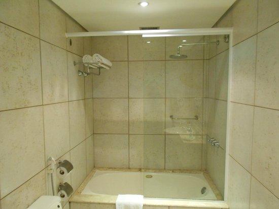 Prodigy Grand Hotel & Suites Berrini: Banheiro